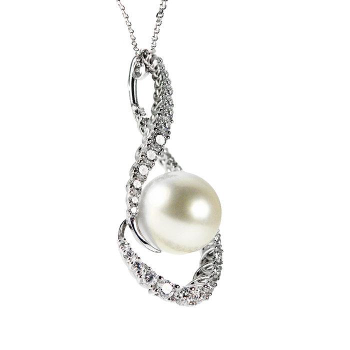 Ciondolo in oro bianco con diamanti